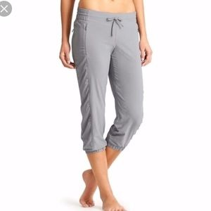 Athleta La Viva Capri Crop Pants Gray sz 0 B1